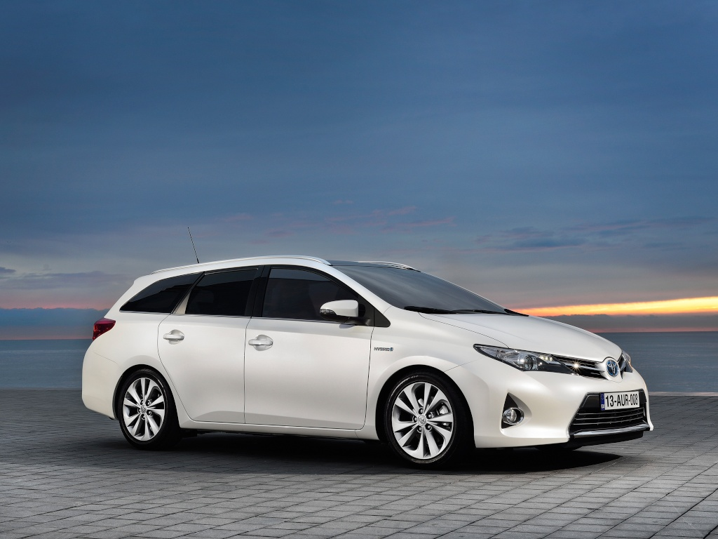 фото Toyota Auris Touring Sports 1.
