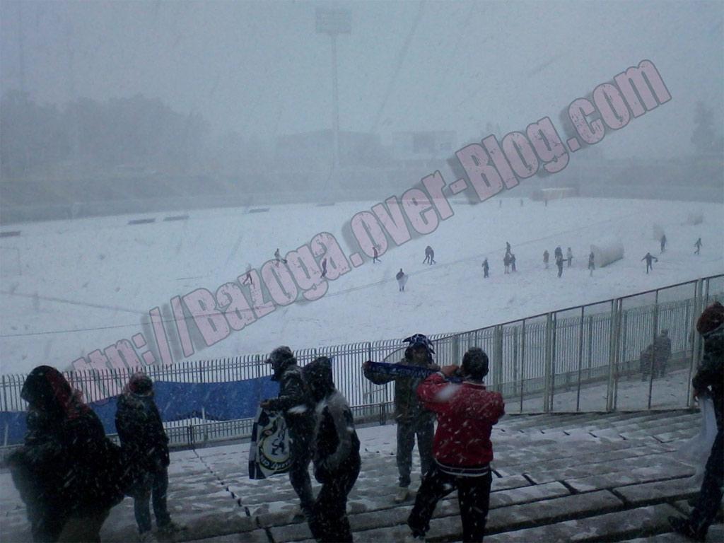 http://i41.servimg.com/u/f41/09/01/02/20/stade210.jpg