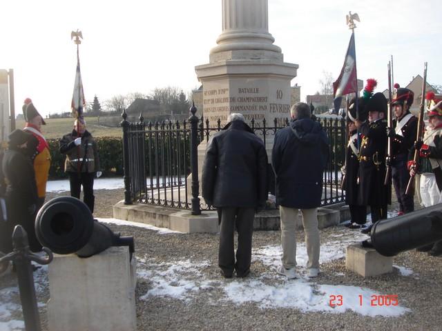 Devant la colonne de Champaubert