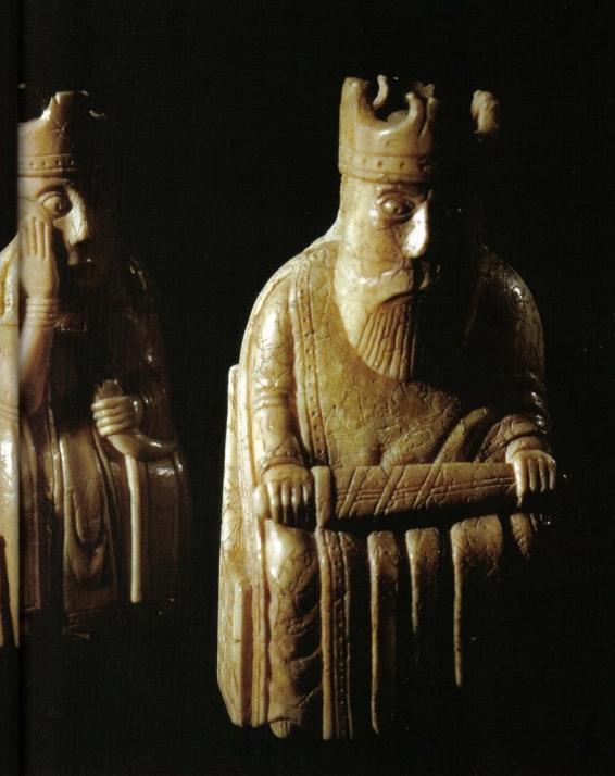 Roi et reine, pièces d'échecs datant du XIIe siècle