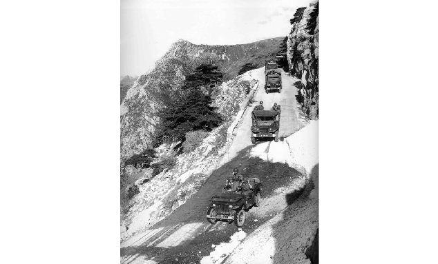 Convoi militaire sur les hauteurs du Djurdjura
