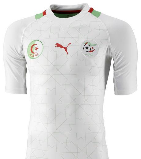 المنتخب الوطني الجزائري سيدخل بالبدلة البيضاء ضد ليبيا 23