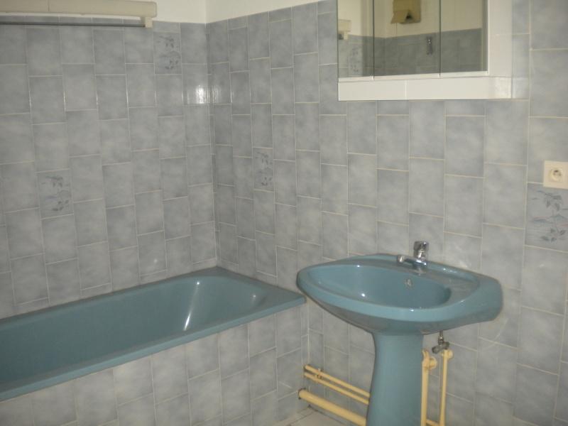 Comment peindre du carrelage dans une salle de bain for Peindre du carrelage dans une salle de bain