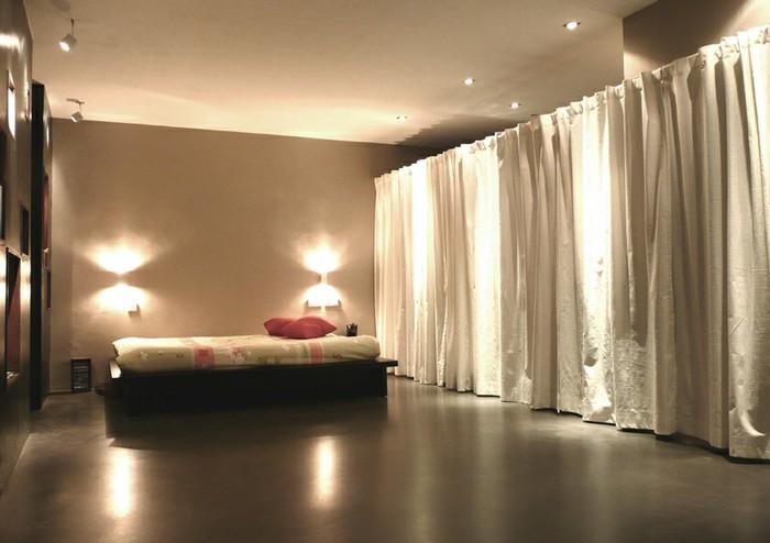 Auriez vous des photos de rideaux - Dressing ferme par un rideau ...
