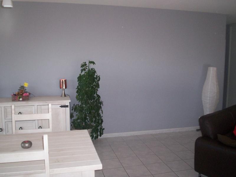 Quelle couleur de mur avec meubles de sejour en pin teinte blanc - Tapisserie sejour salon ...