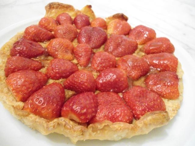 tarte aux fraises a la cr me d 39 amandes. Black Bedroom Furniture Sets. Home Design Ideas