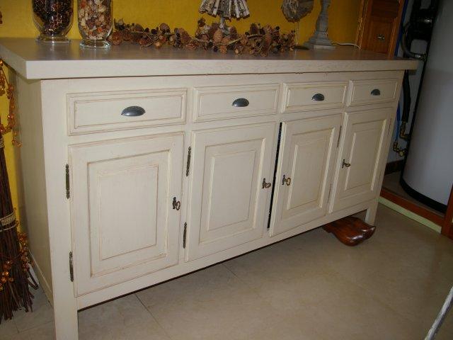Peindre et patiner un buffet for Decrasser un meuble en bois