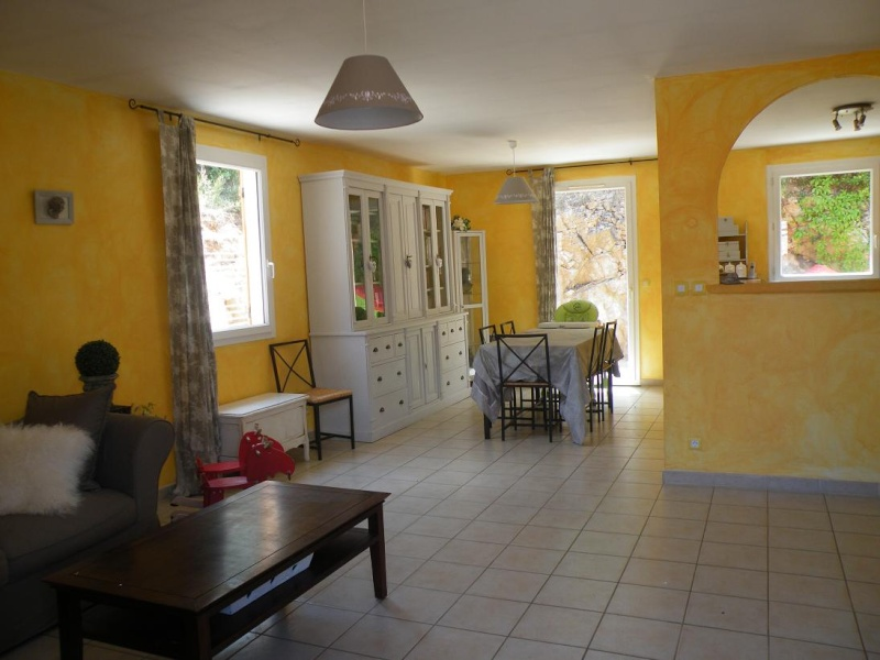 Id es peinture salon taupe gris et violet for Peinture pour salon
