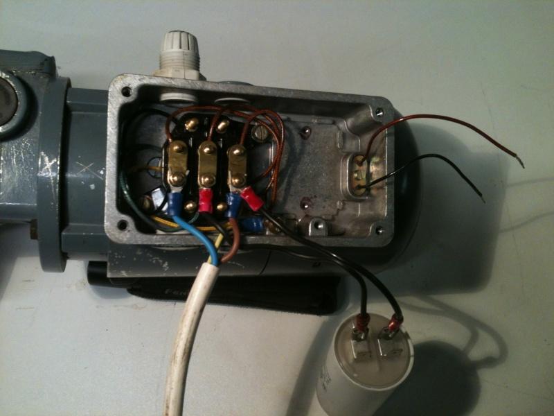 Installez le condensateur sur le moteur de 1 hp