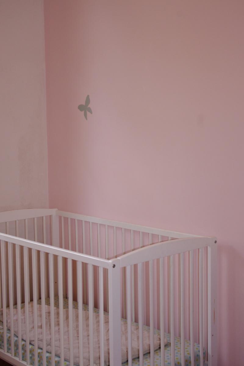 Maison rafra chir la chambre de ma fille de 2 ans 2 for Peindre parquet vitrifie