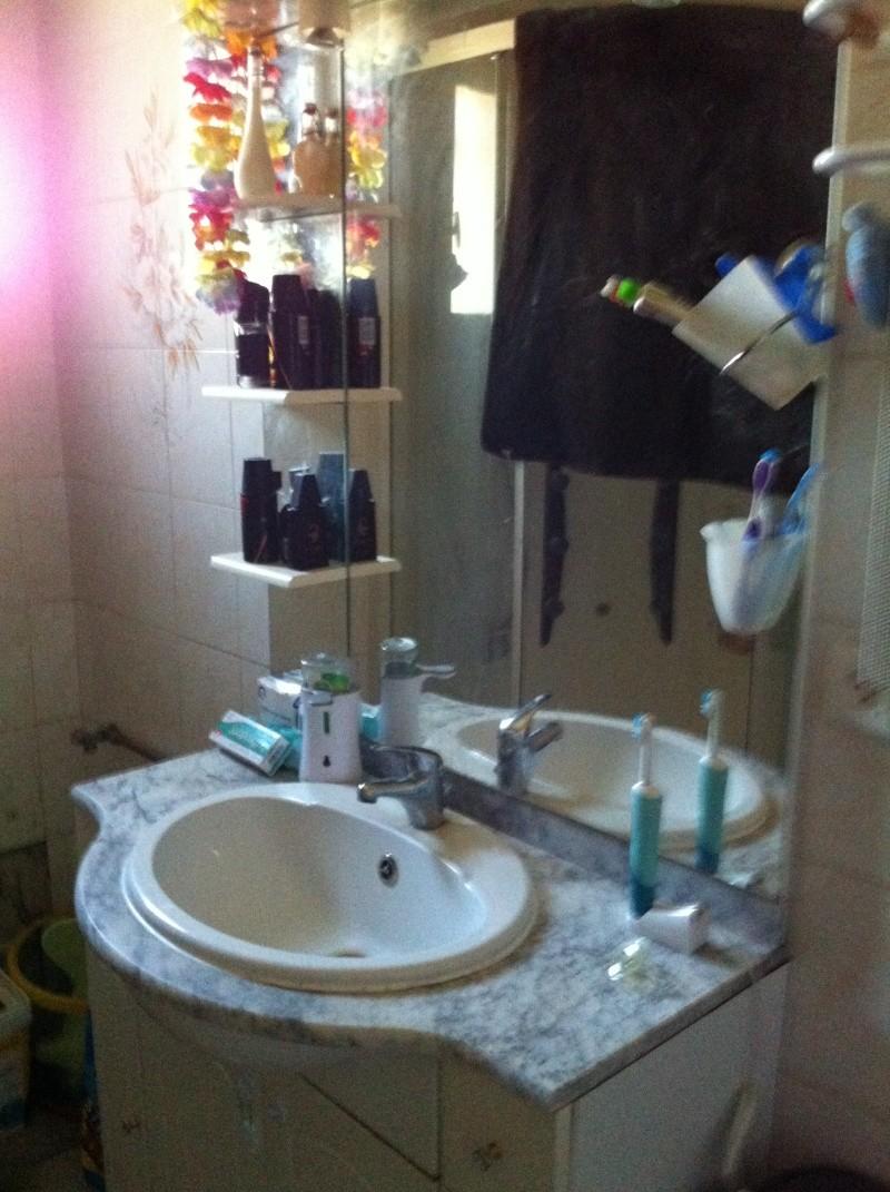 Salle de bain avec plan de travaille et table langer - Table a langer salle de bain ...