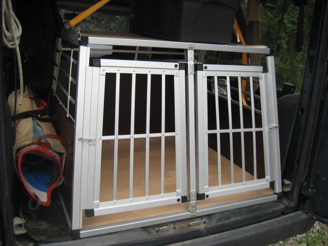 cage de transport moyenne grande et dacia sandero stepway. Black Bedroom Furniture Sets. Home Design Ideas