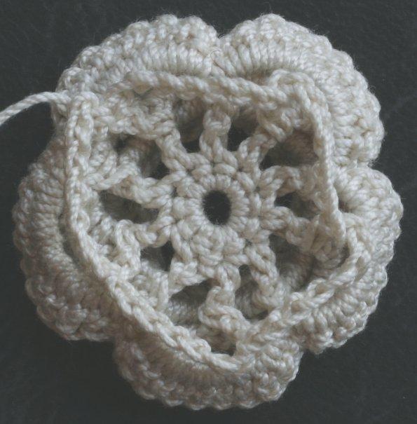 ...вязания розы крючком Пряжа. вязаная роза крючком схема.